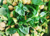 Kichererbsensalat mit Avocado und Gurke