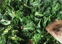 Grünkohl aus der Pfanne mit Chili und Knoblauch