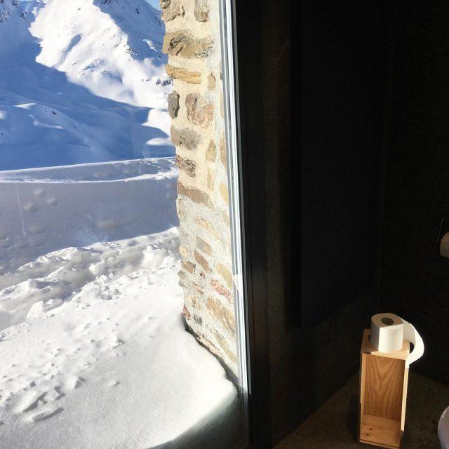 lieblingsplatz auf 2000 Meter Hhe hrnlihtte arosaswitzerland toilettemitaussicht toilettime toilettehellip