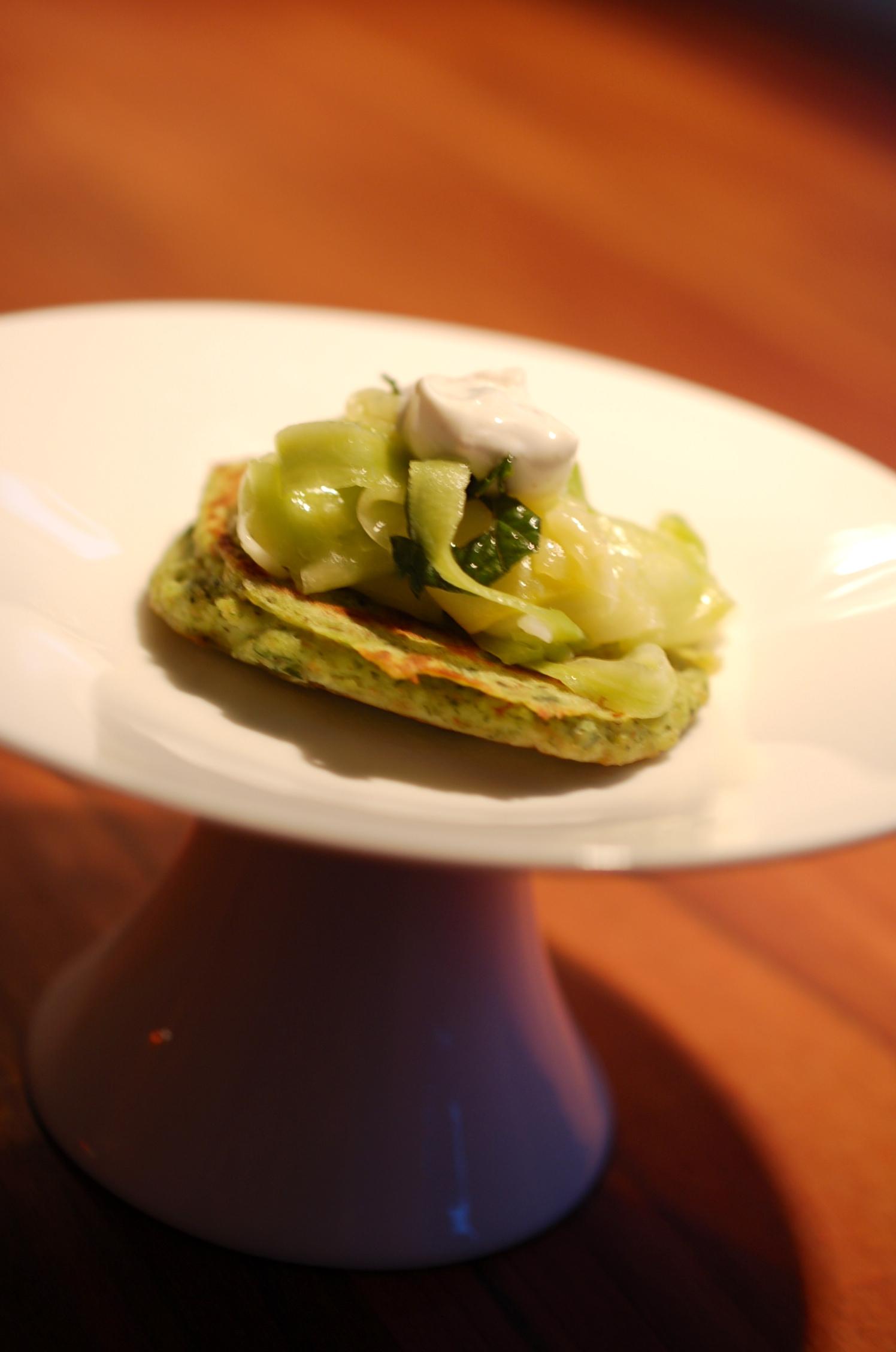 Zucchinisalat mit Ricotta Pan Cake