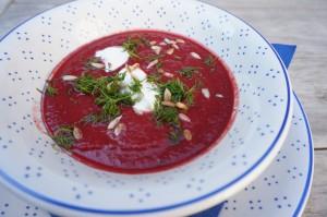 Rote Bete Suppe mit Mandelmilch