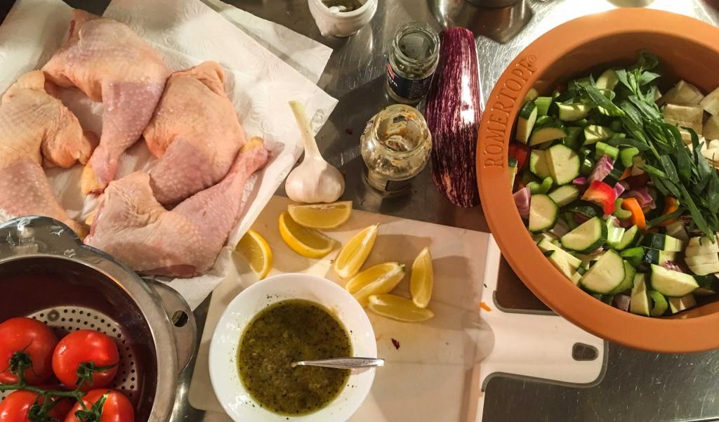 Huhn mit Gemüse aus dem Römertopf